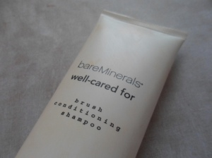bareMinerals well-cared for Brush Shampoo